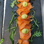 Carpaccio de salmón marinado con guacamole