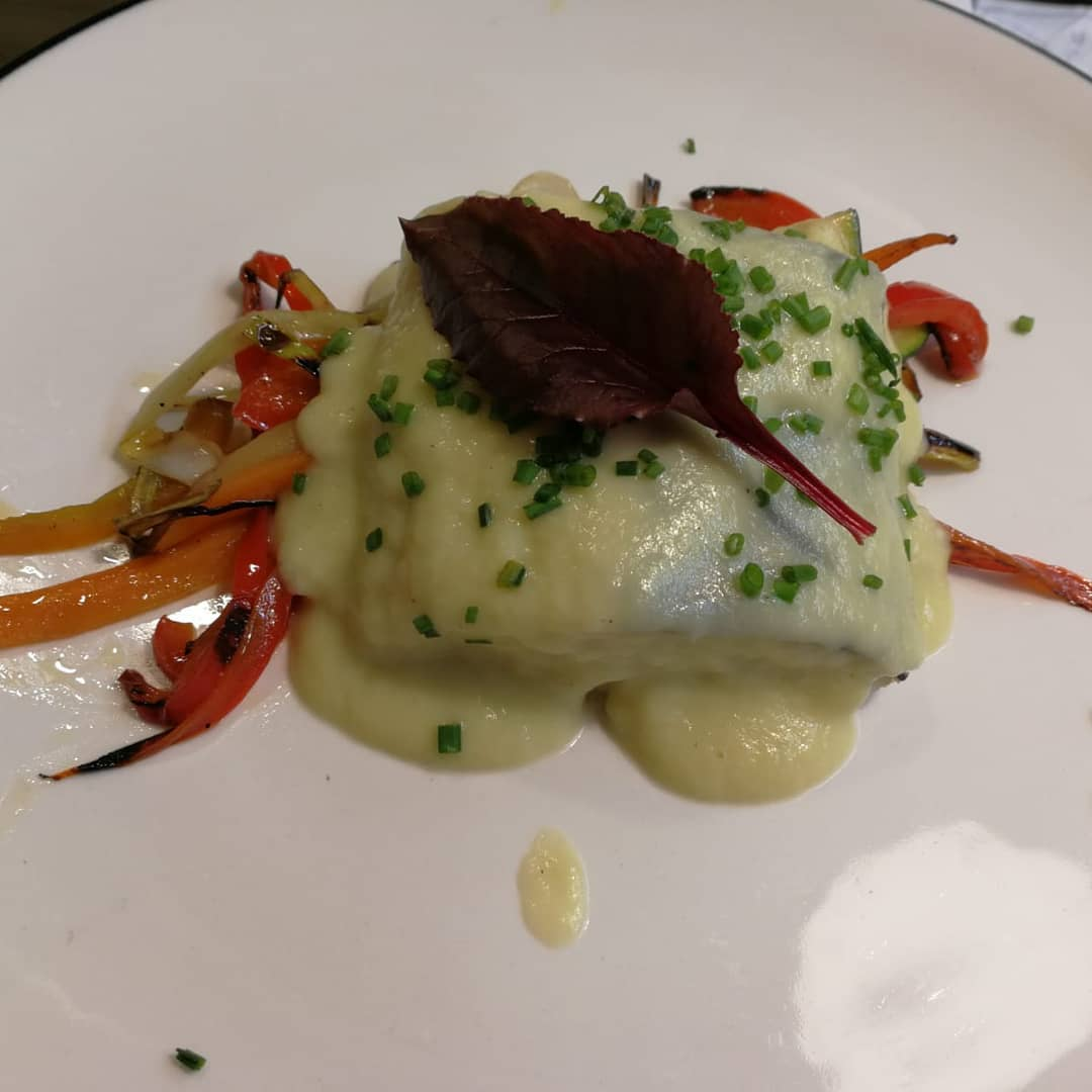 Bacalao confitado con verduritas y crema de puerro. Restaurante Bouzas